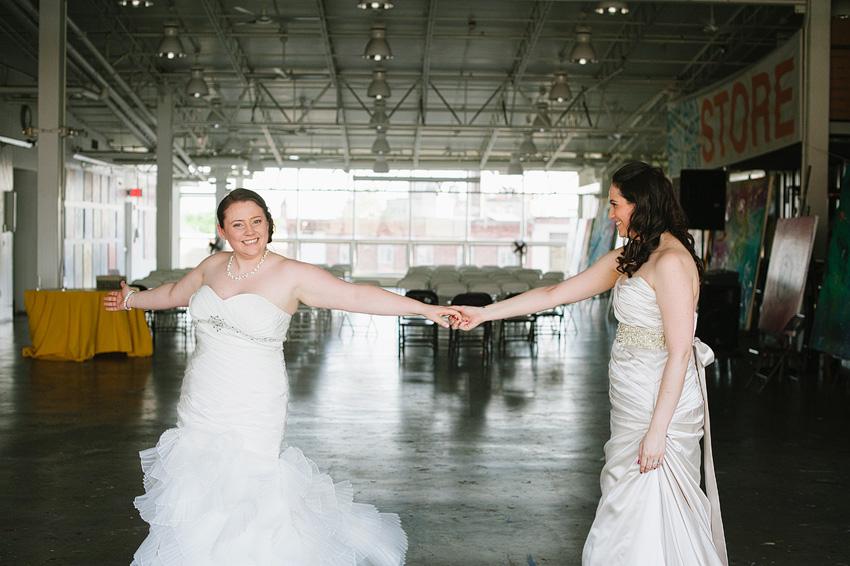 brides posing together