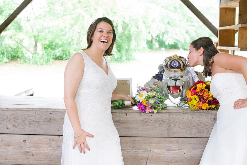 bride kissing jmu mascot statue