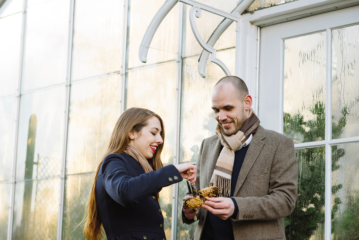 couple makes pinecone birdfeeder