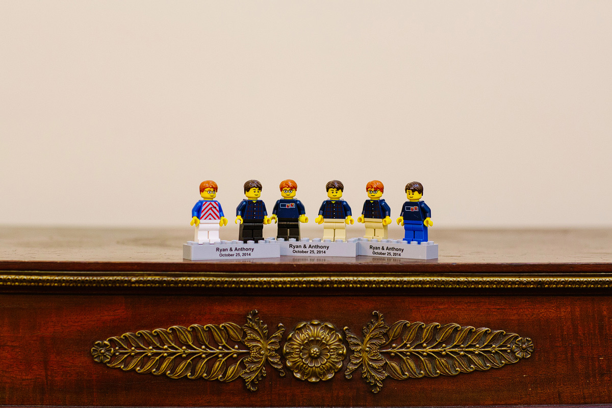 lego figurines of the grooms