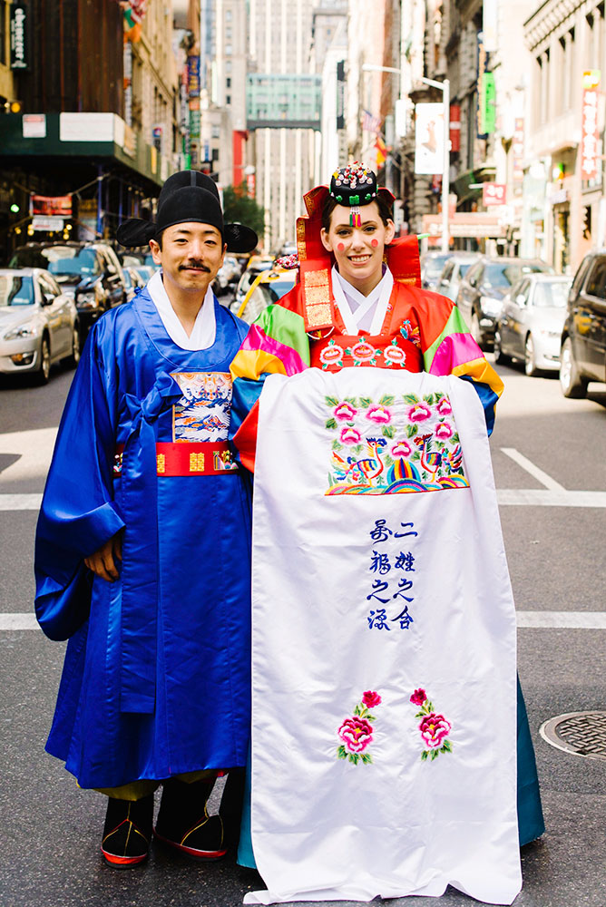 bride and groom in tradition Korean costume
